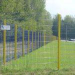 dieses Foto zeigt einen Gitterzaun von PK Zaunanlagen und Tortechnik
